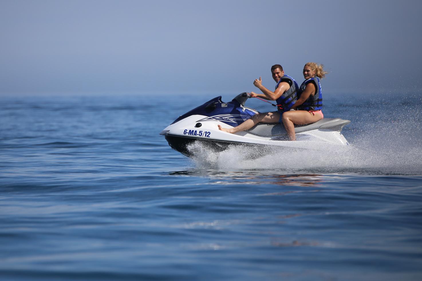 Alquilar motos de agua y excursiones